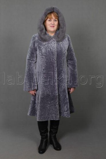 Облегченная шуба из овчины с юбкой годе